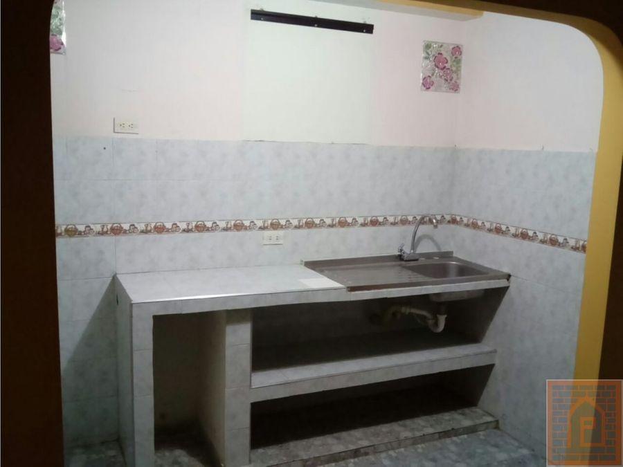 se vende casa alamos rentando 2 apto bogota