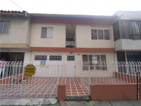 alquiler casa de dos niveles barrio el templete