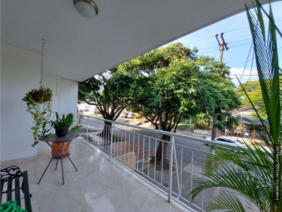 alquilar casa con local barrio flora dos niveles