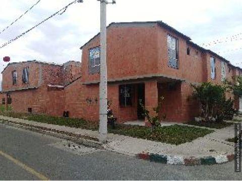 alquiler casa en palmira barrio cerezos de la italia