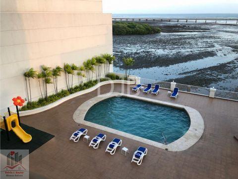 alquilo amplio apartamento frente al mar 160 m2 1200 305