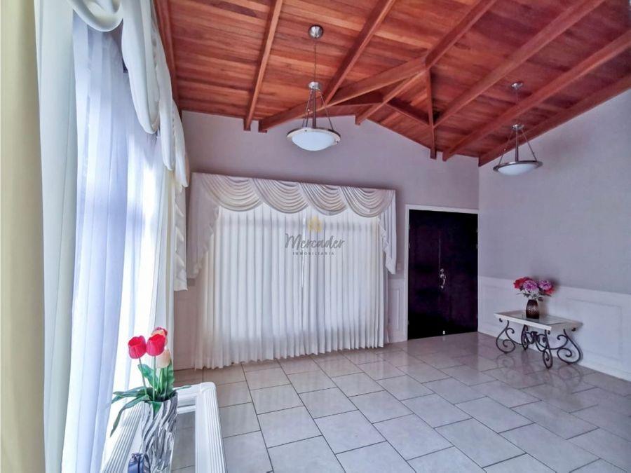 venta amplia casa de 1 nivel barrio santa lucia palmares alajuela