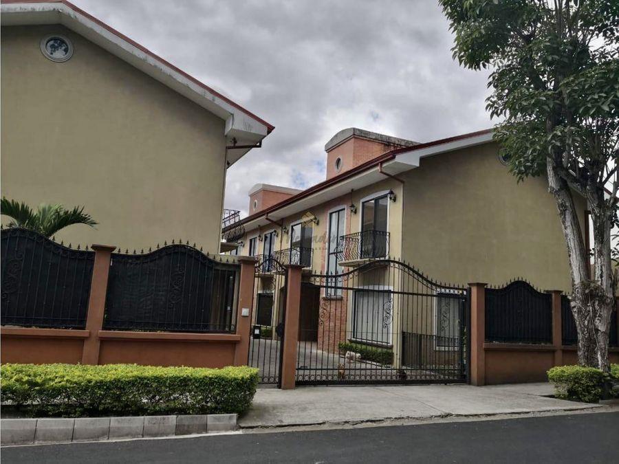 venta casa en condominio pinares curridabat