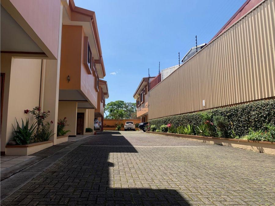 alquiler casa en san pedro barrio la granja en condominio
