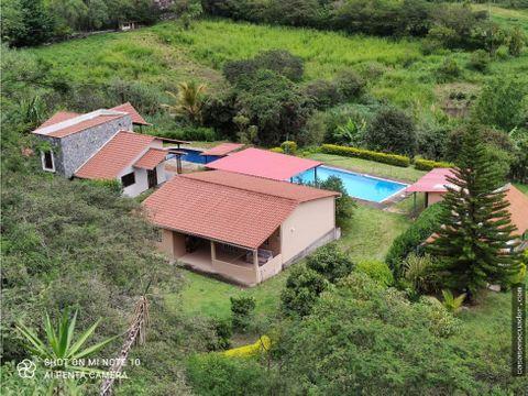 vendo quinta con terreno y piscina en yunguilla 112000 negociables