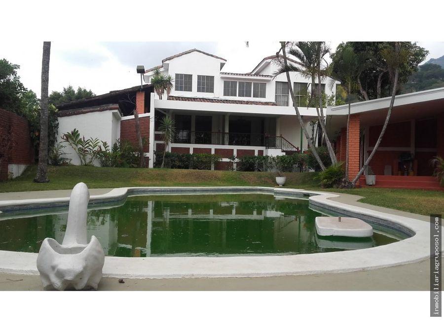 casa con piscina en privado col escalon