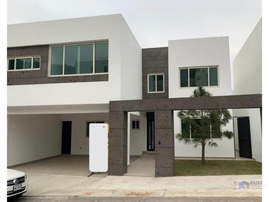 casa en venta en la carretera nacional carolco