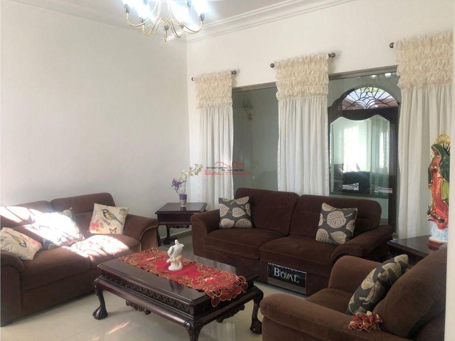 hermosa casa en venta en valle de las palmas