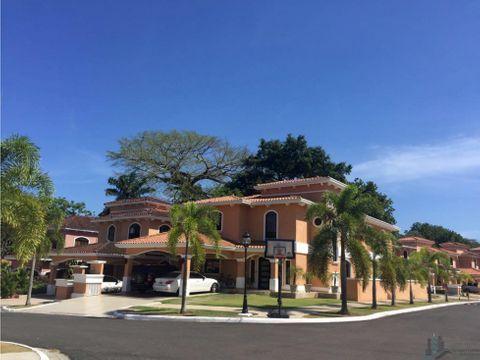 amplia casa lb con piscina clayton village 4rec 870 mt2