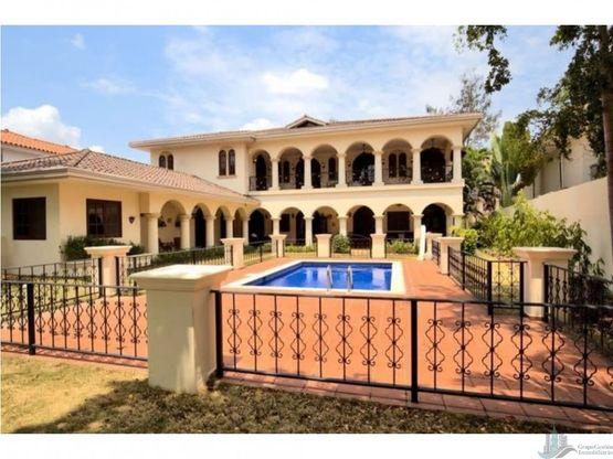 casa costa del este con piscina 7rec begonias