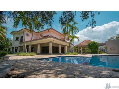 casa exclusiva en venta en royal pacific costa del este