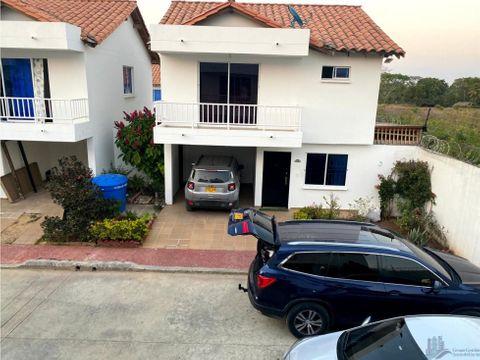 hermosa casa familiar en conjunto residencial las heliconias