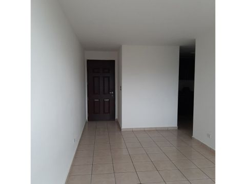 apartamento vacio en venta en la 12 de octubre