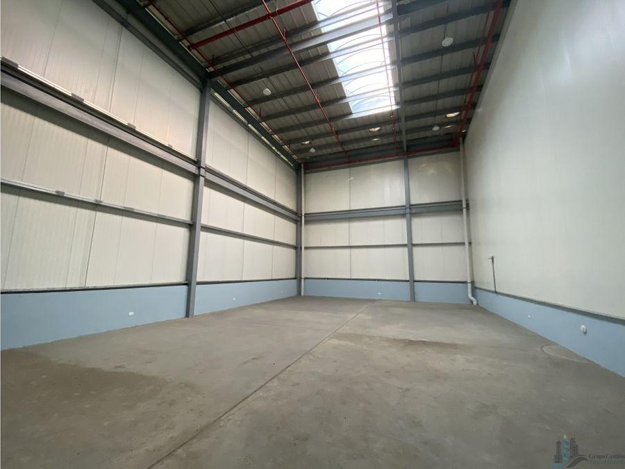 bodega 330 m2 en aeropuerto commercial park iv tocumen
