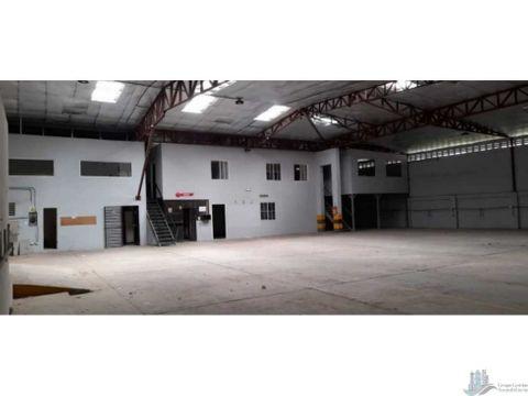 se alquilan galeras en parker llano bonito 490 m2