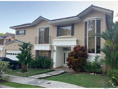 se vende o alquila casa embassy gardens en clayton 400 m2