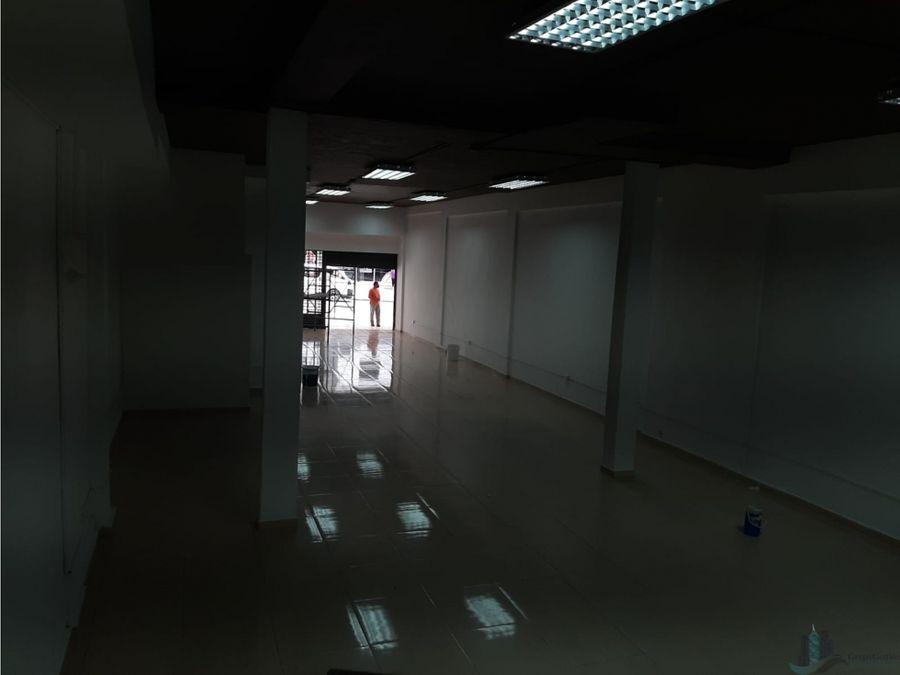 local planta baja en calidonia de 200m2 avenida la exposicion