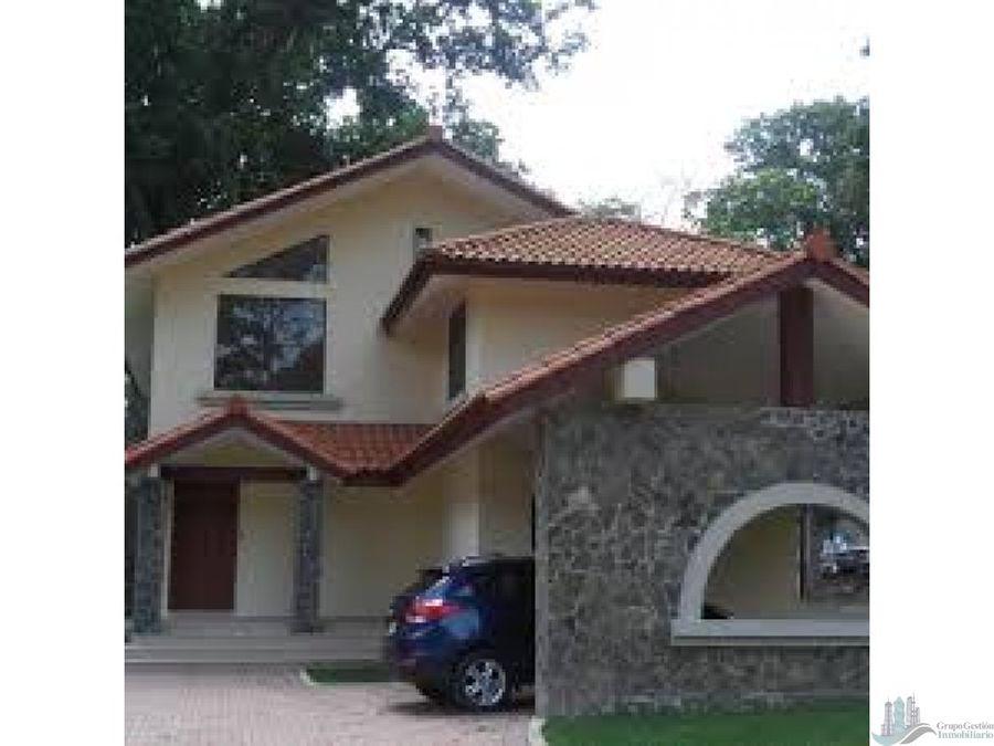 casa en senderos de camino de cruces clayton