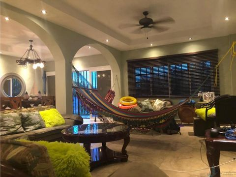 alquilo casa con piscina gorgona