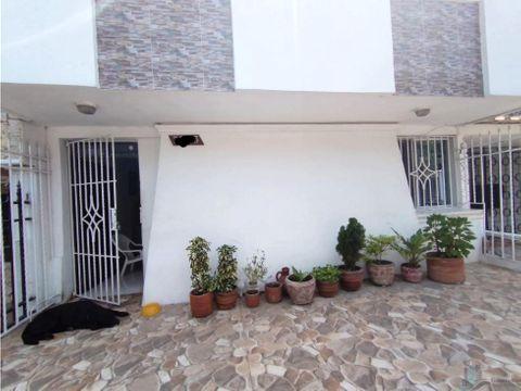 amplia casa en venta barrio las mercedes 130m2