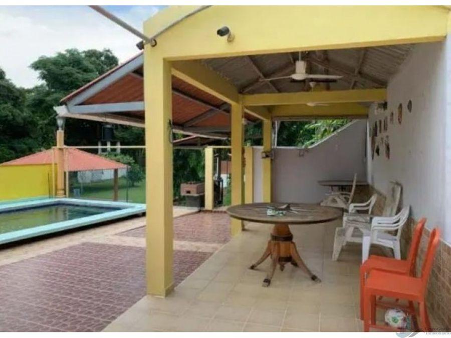 alquilo casa de campo con piscina 5 recamaras