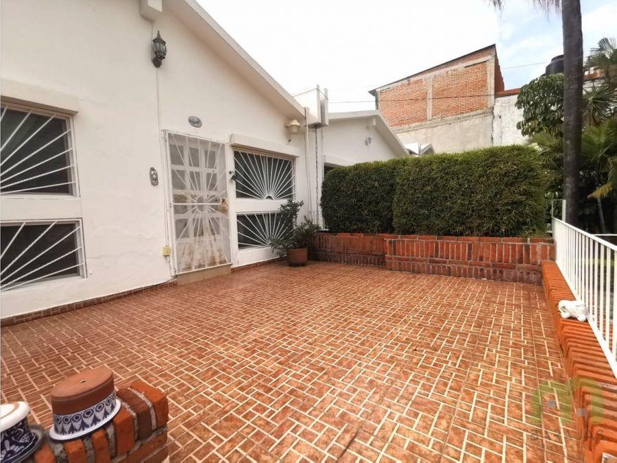 venta de casa centrica con alberca y jardin en cuernavaca