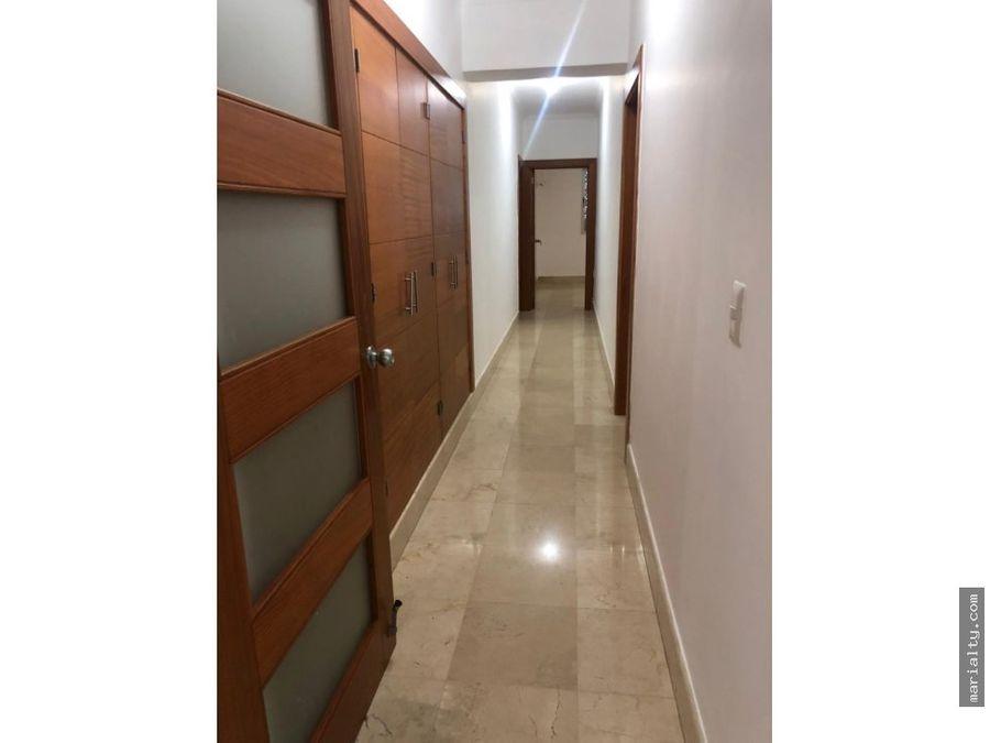 se vende amplio apartamento de 3 habitaciones en la esperilla