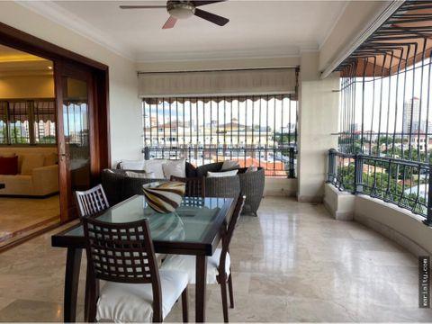 se vende amplio apartamento con vista al mar en bella vista