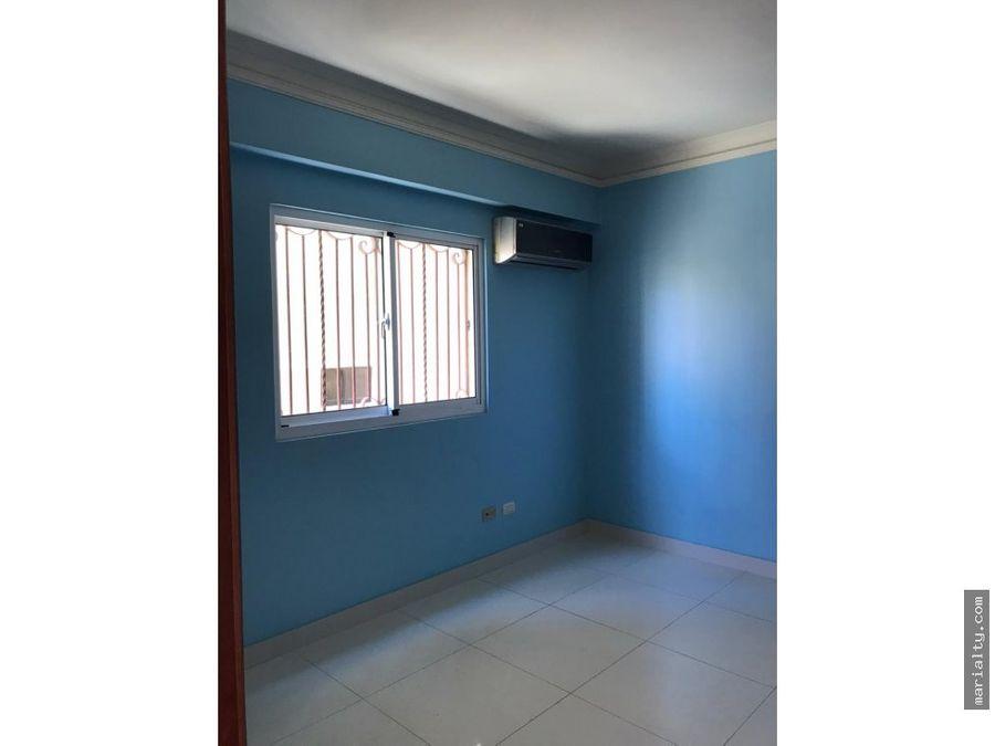 amplio apartamento de 3 habitaciones con su bano en bella vista