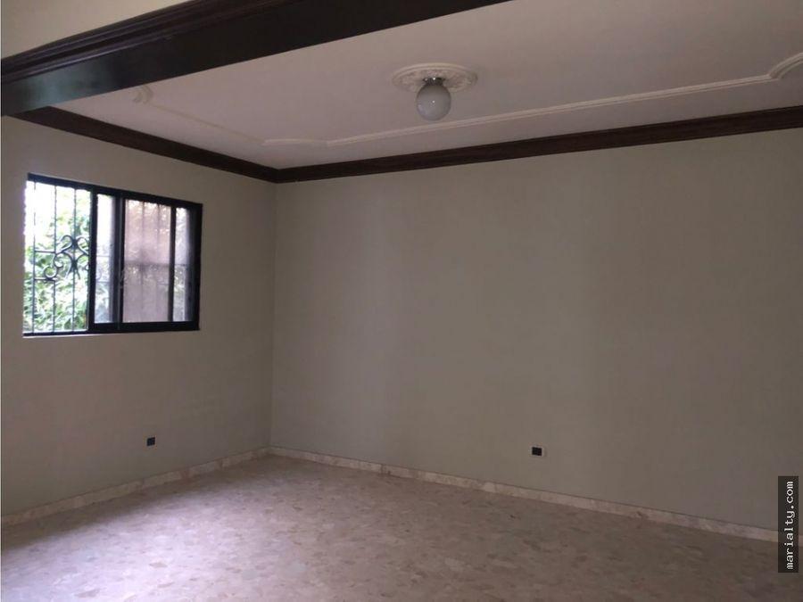 se alquila apartamento de 3 habitaciones en evaristo morales