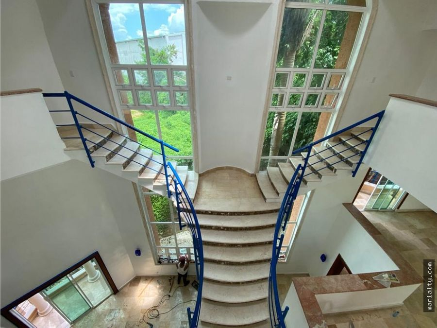 se vende casa de 3 niveles en alameda