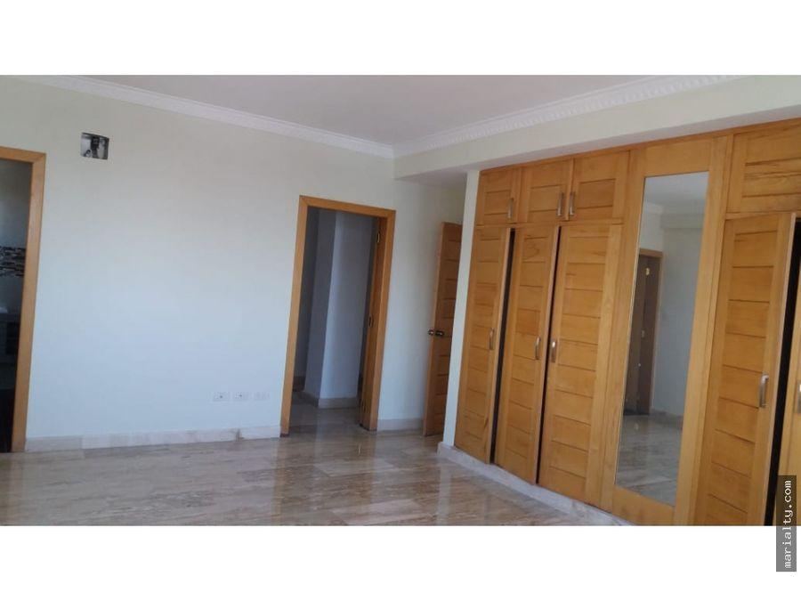 se vende penthouse de 3 habitaciones en naco