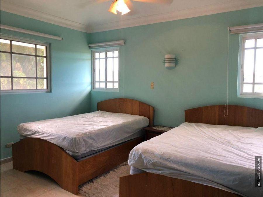 se alquila villa de 4 habitaciones en juan dolio