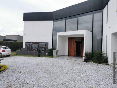 se vende exclusiva casa en parcelacion sector cabeceras llano grande