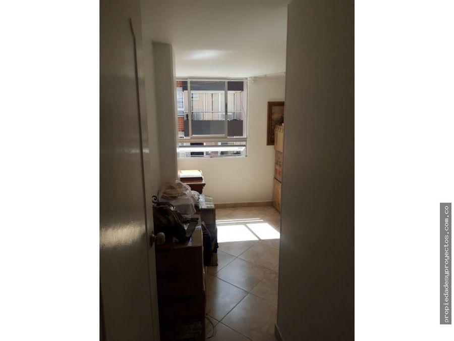 se arrienda apartamento en laureles