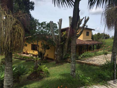 se vende hermosa casa finca con lote sector guayabito llanogrande