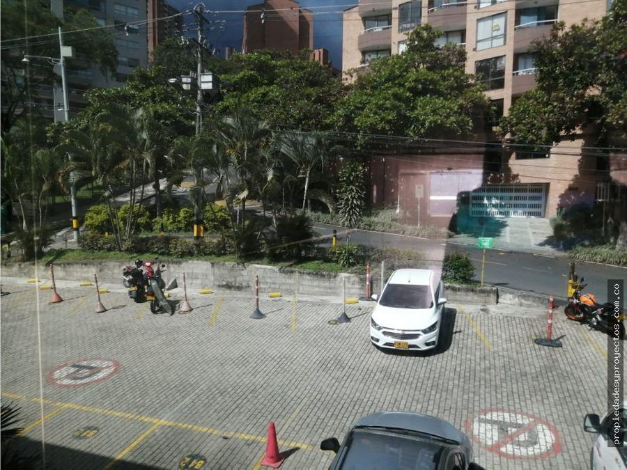 local o bodega en el sector de centro comercial automotriz