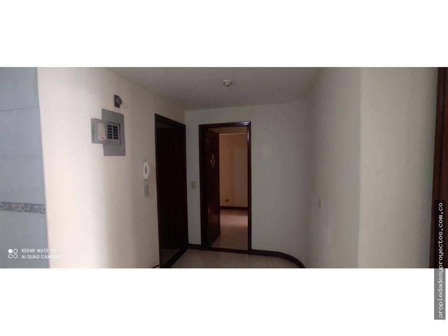 se arrienda apartamento en la castellana