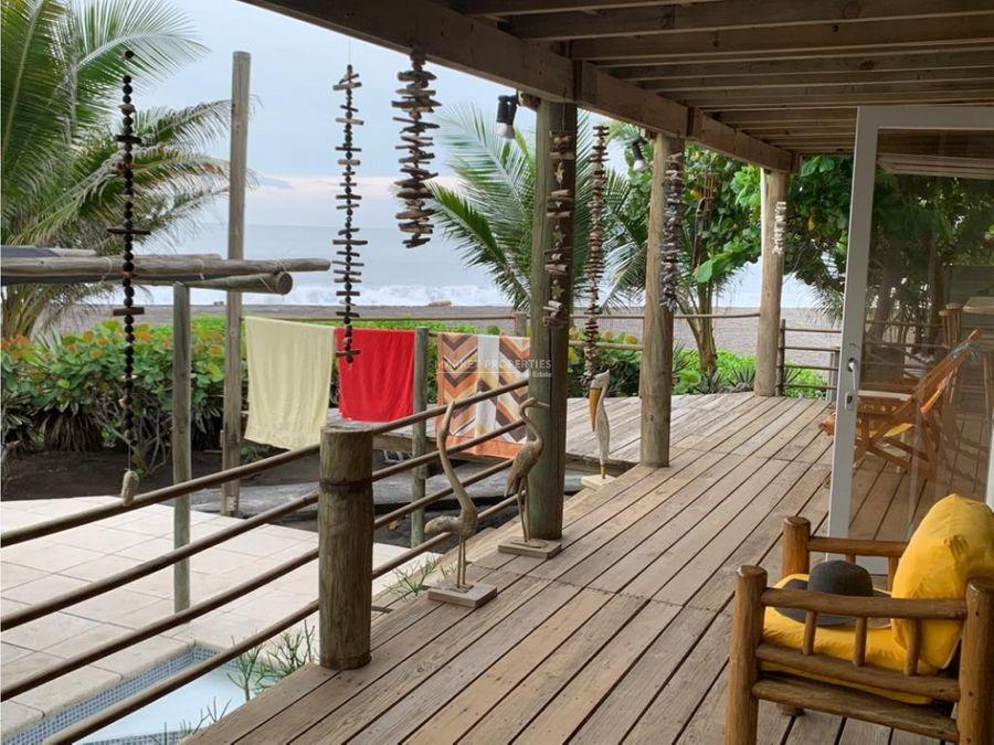 casa de playa en venta en aldea la curvina a 2 km de monterrico