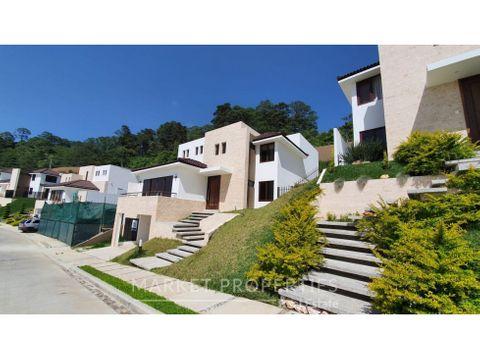 en venta casa exclusiva en lomas de san isidro zona 16