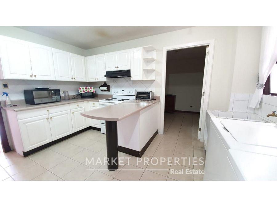 renta de agradable apartamento en villa mayor zona 14