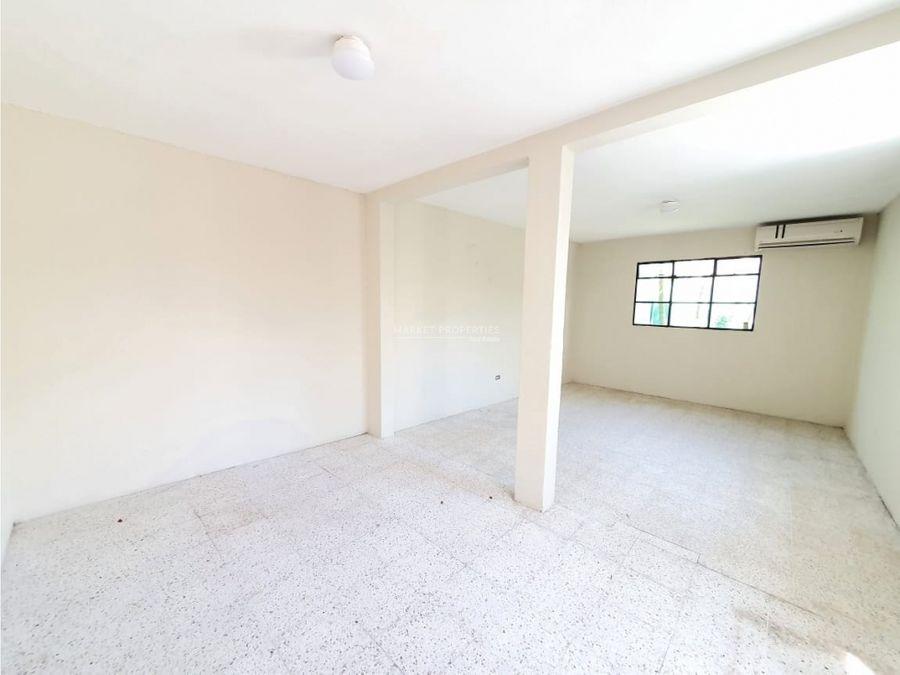 casa en venta en zona 10 oakland