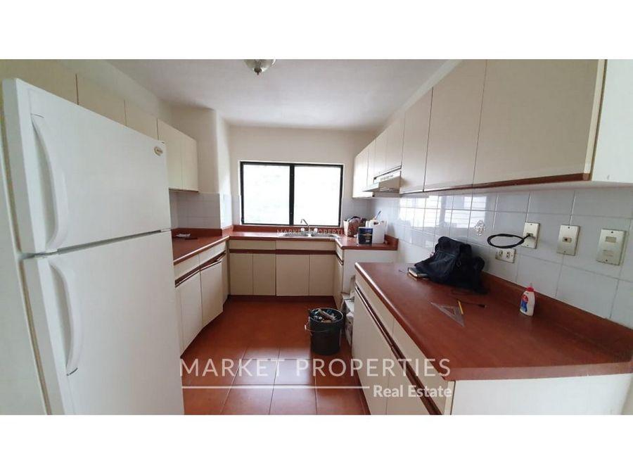 apartamento en alquiler en zona 10 en nivel medio