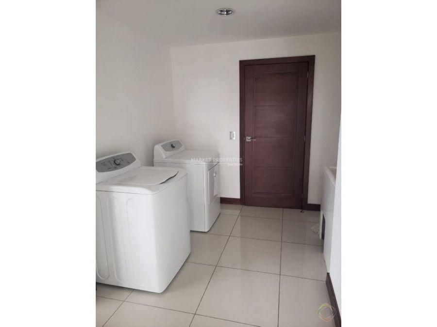 apartamento en renta en zona 14 barukoni