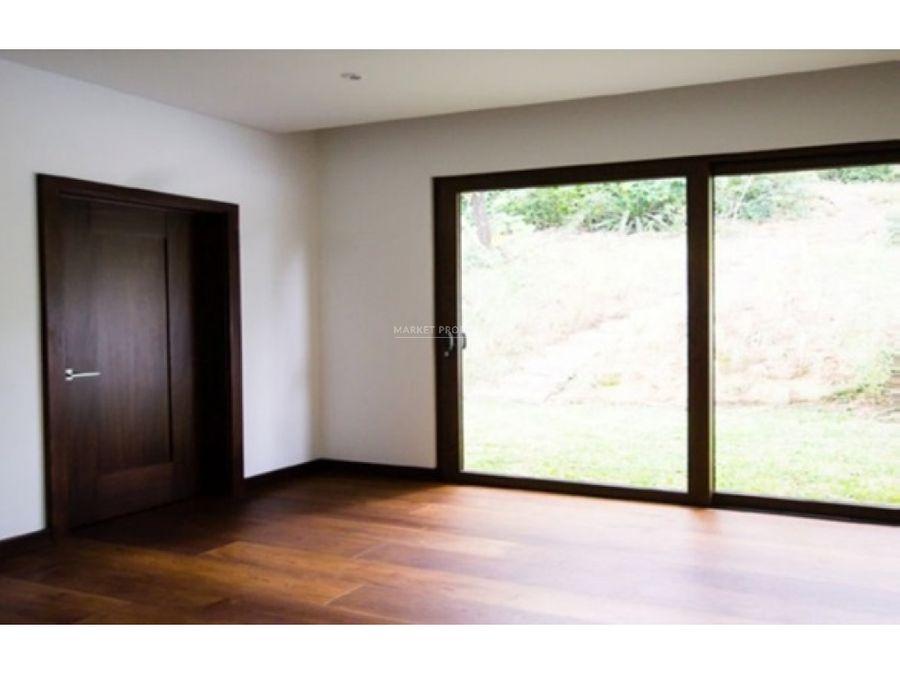 casa en venta en zona 16 acantos de cayala