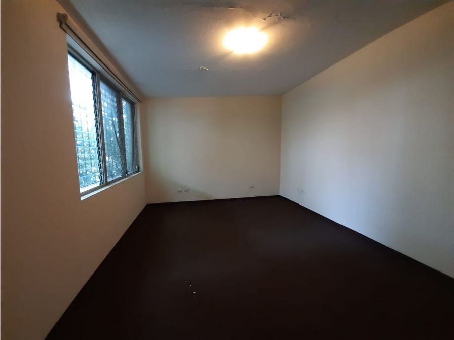casa en renta zona 14 con 50 parqueos