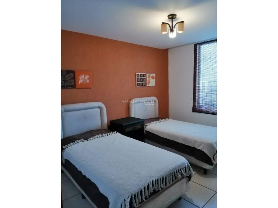 apartamento en renta en zona 10 jardines de acueducto