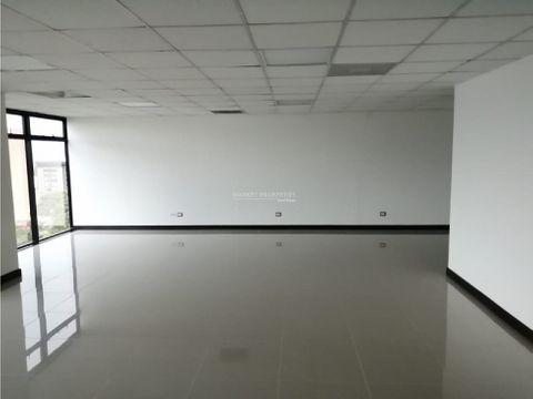 oficina en renta en edificio aristos zona 10