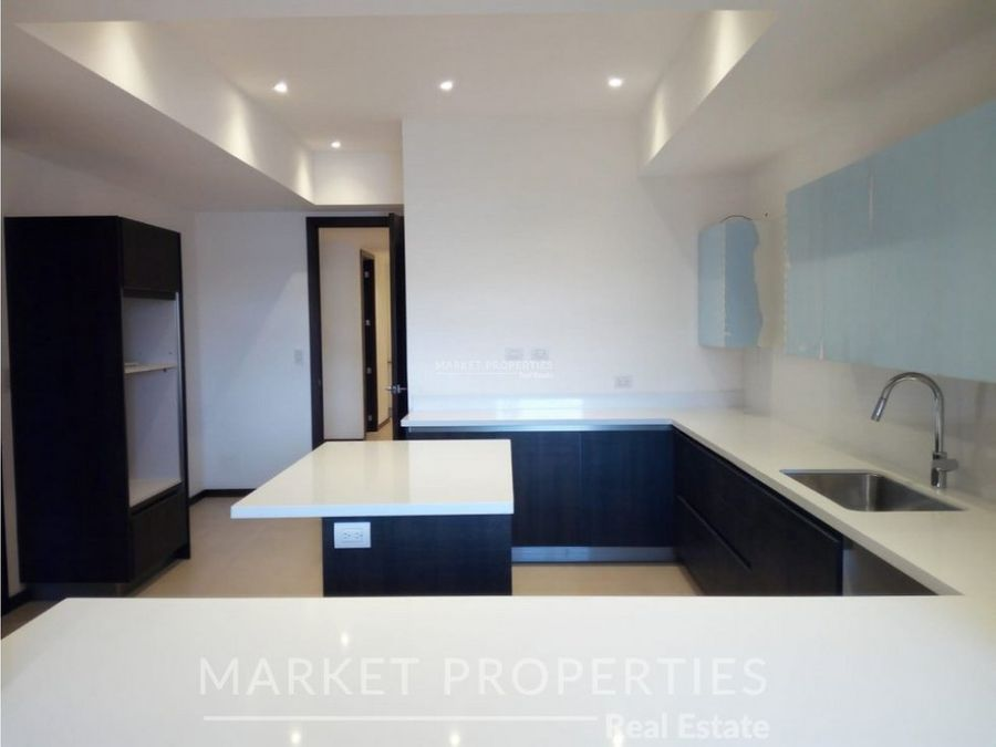 alquiler de apartamento con amplios espacios en edificio avita