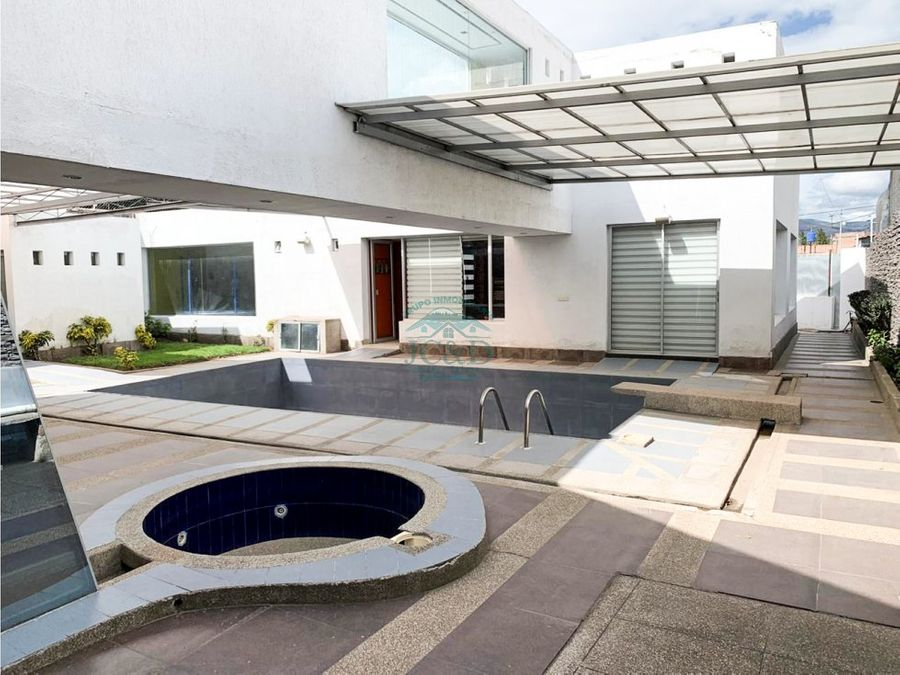 de venta lujosa casa en las abras riobamba